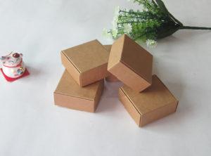 Kartoniniu dėžiu